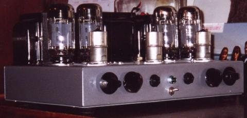 Stereo Power Amp (oblique view)